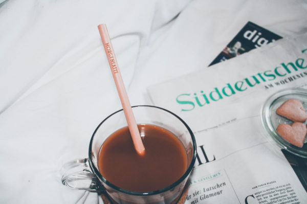 """Auch am Morgen danach perfekt: Ein Kaffee aus unserem """"Morgenlatte"""" Bambustrinkhalm"""